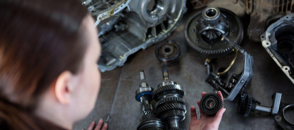 Encontro reúne mulheres interessadas em mecânica automotiva