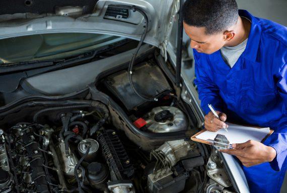 Revisão do carro em concessionária ou mecânico independente?