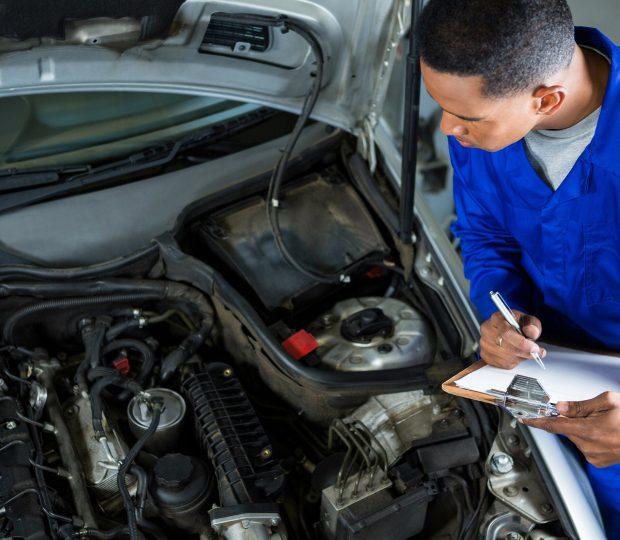 Revisão do carro na concessionária ou em um mecânico independente?