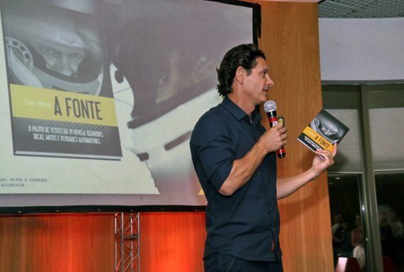 Piloto de testes César Urnhani lança seu primeiro livro