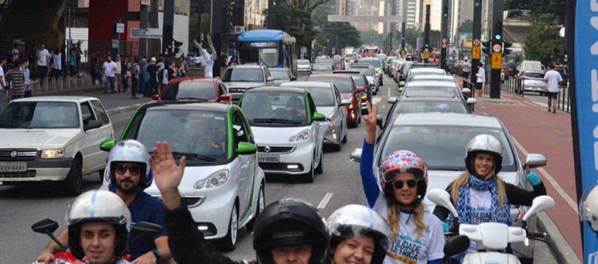 """São Paulo recebe carreata de veículos """"verdes"""" pelo Dia da Mobilidade Elétrica"""