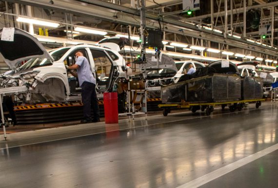 Após tombo devido à pandemia, indústria automobilística cresce 19,2% e começa retomada