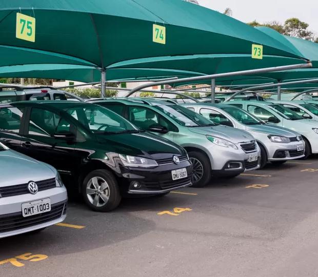 Locadoras enfrentam crise devido à falta de carros novos no mercado