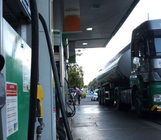 Diesel terá impostos federais zerados por dois meses, afirma Bolsonaro
