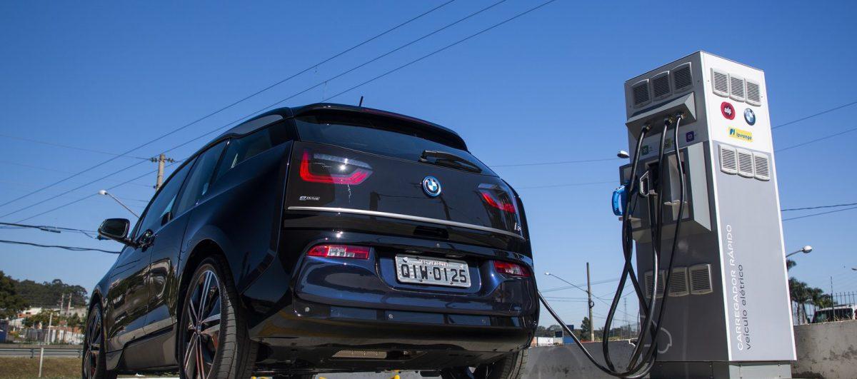 Já é possível viajar de carro elétrico entre São Paulo e Rio de Janeiro. E o melhor: de graça!